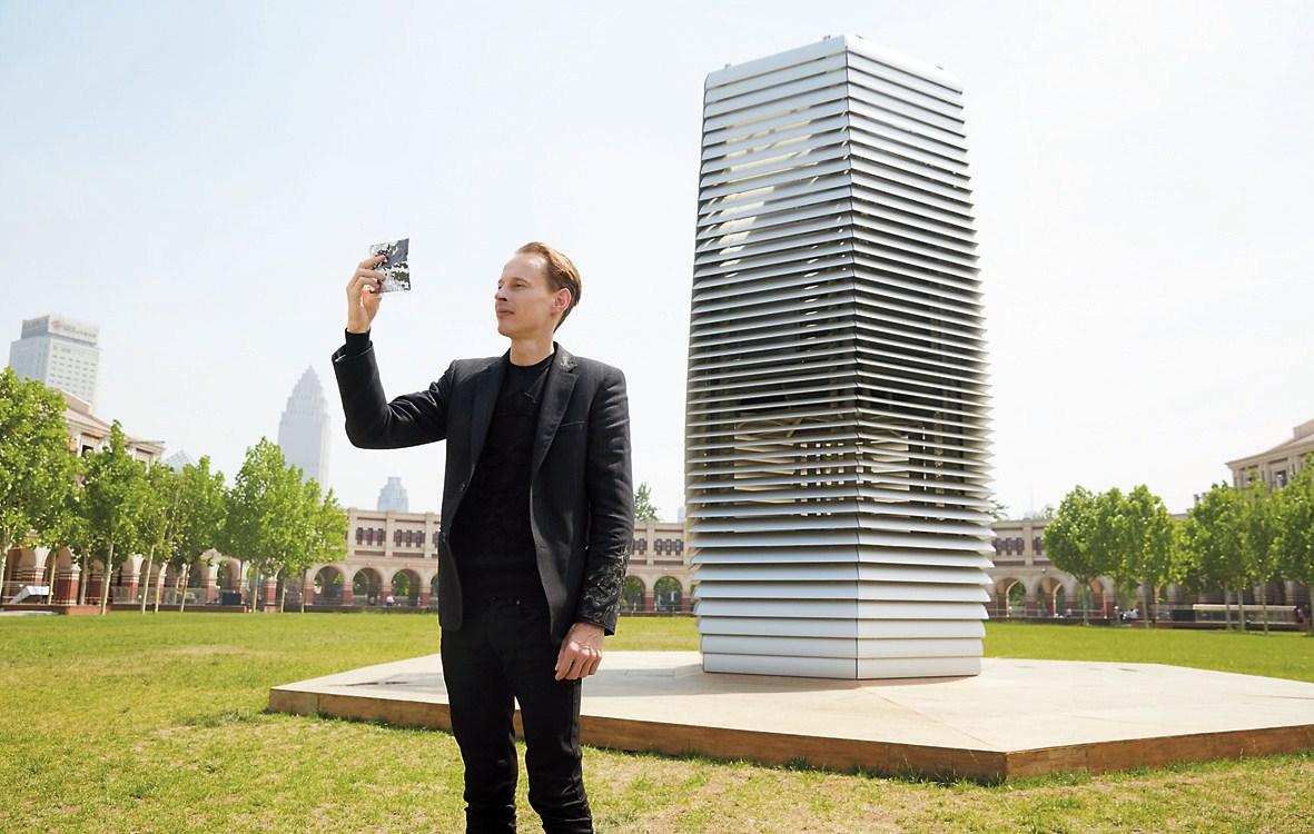'The Dutch guy' blows rings around smog