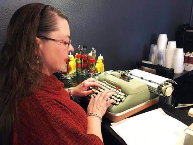 Old-school typewriters attract new generation of fans
