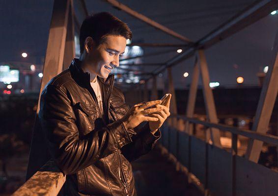 EU pulls plug on mobile roaming charges