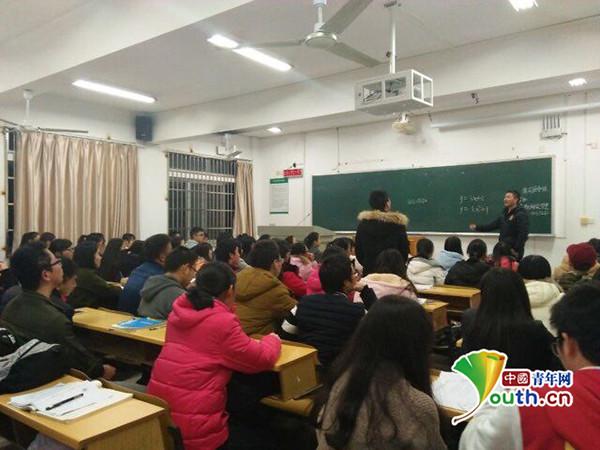 Selfless student-cum-teacher praised for helping scholars