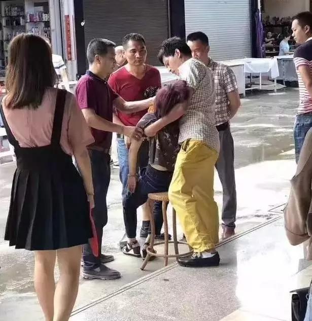 Tourist faints after breaking expensive bracelet