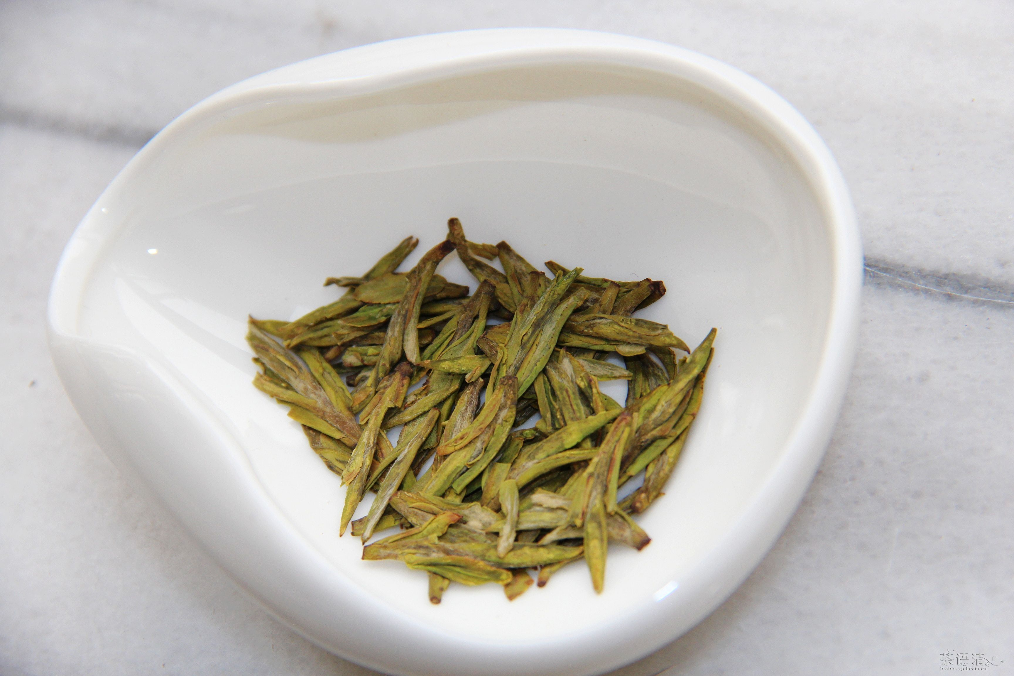 Fresh green tea is the ultimateway to welcome springtime