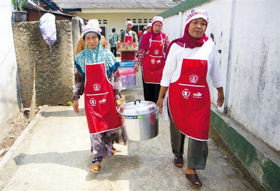 Free school meals help Indonesian kids stand tall