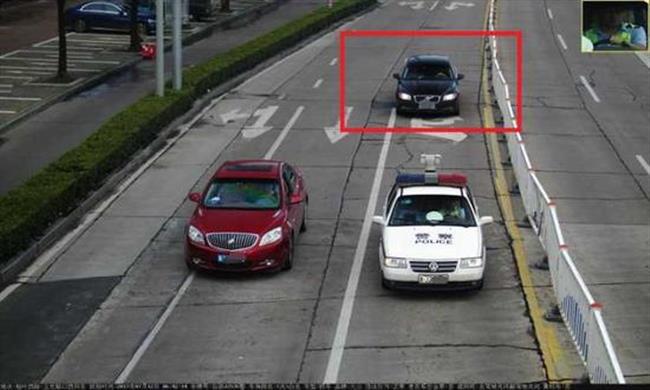 Female hero let off traffic violations while saving injured man