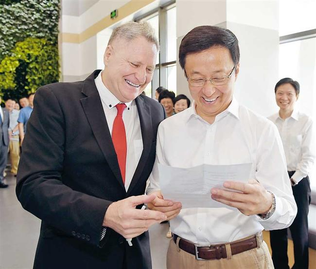 All smiles at city's free trade zone