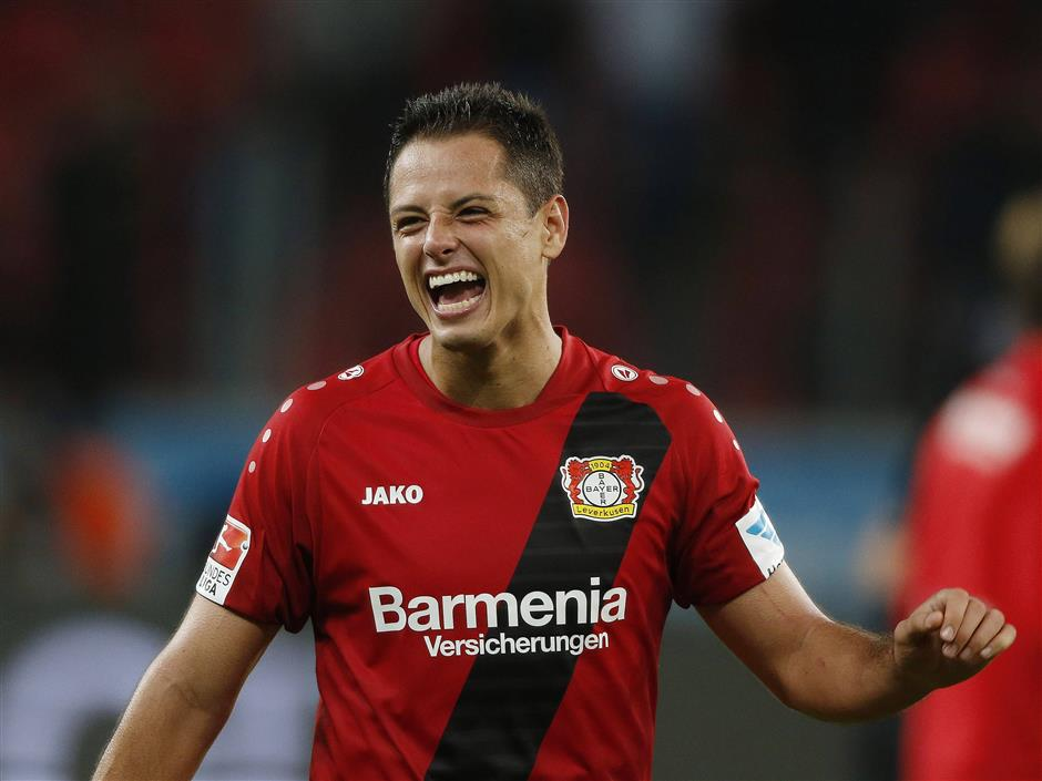 West Ham snaps up Mexico star Hernandez