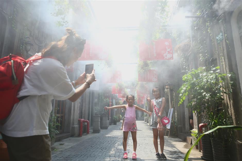 Shanghai heatwave continues unabated