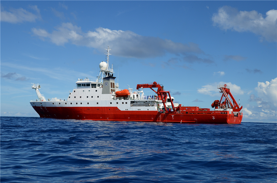 Chinese submersibles explore South China Sea