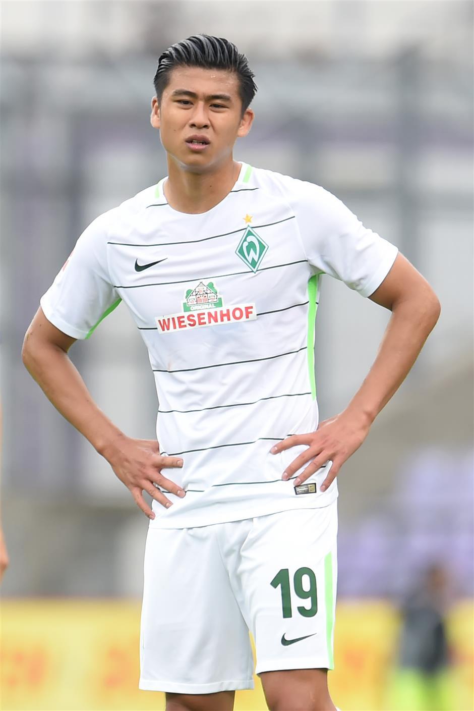 Fan wants more Chinese to follow Zhang's overseas adventure