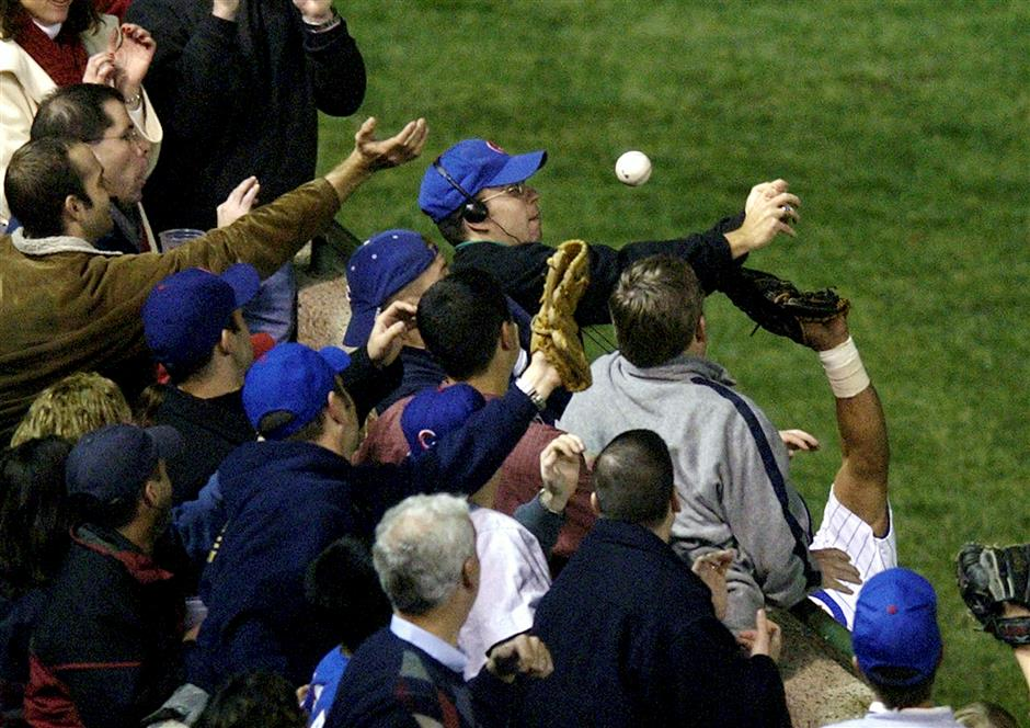 Once-loathed Bartman gets championship ring from Cubs