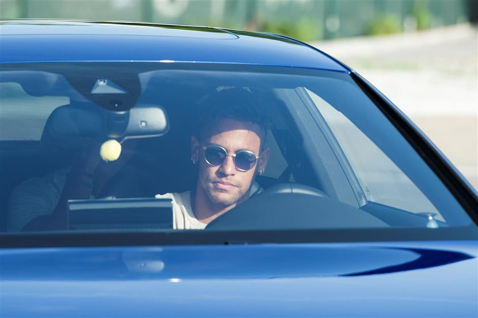 Agent: Neymar on verge of record-breaking move to PSG from Barca