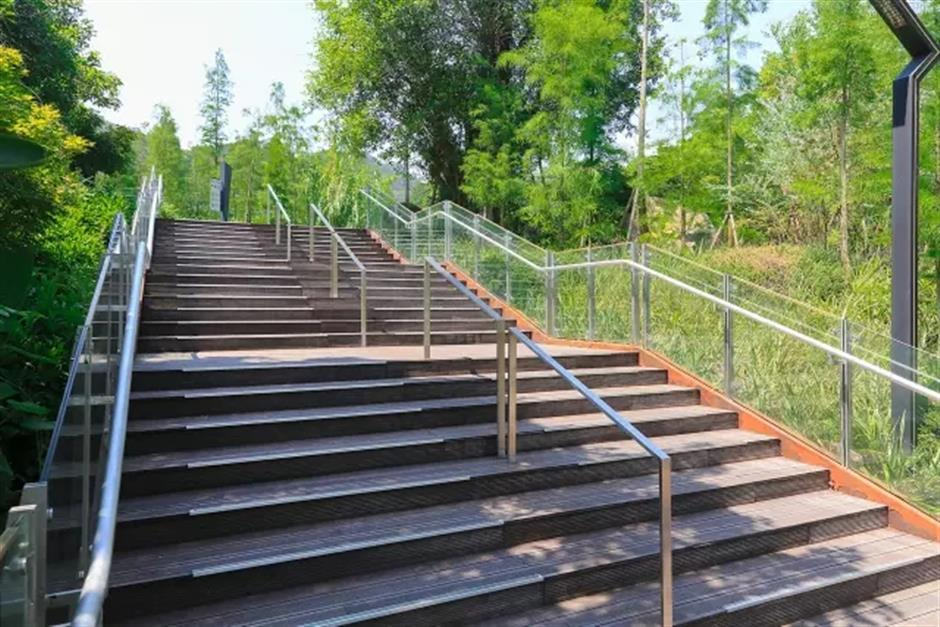Eco sky walk to welcome walkers, and support nature, in Fuzhou