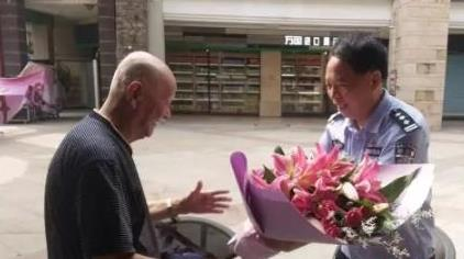 Bowing pedestrian and courteous driver reunited after video goes viral