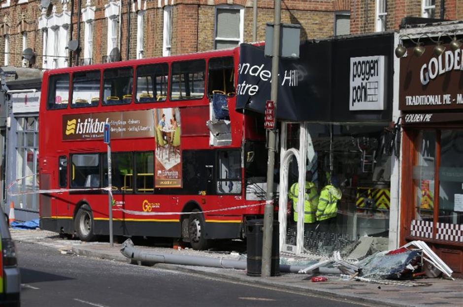 London bus smash injures several passengers