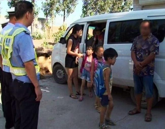 Kindy principal detained after cramming 35 kids into small van