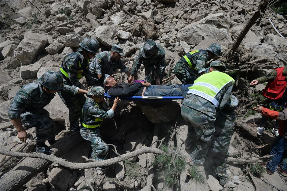 60,000 evacuated in earthquake aftermath