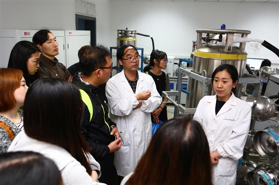 Shanghai Environmental Monitoring Center opens to Shanghai Daily readers