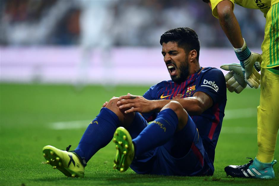 Barca problems mount with Suarez, Pique injuries