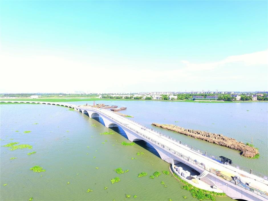 Bridge near completion at city's largest lake