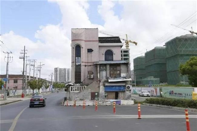 Songjiang house inmiddle of road to be demolished