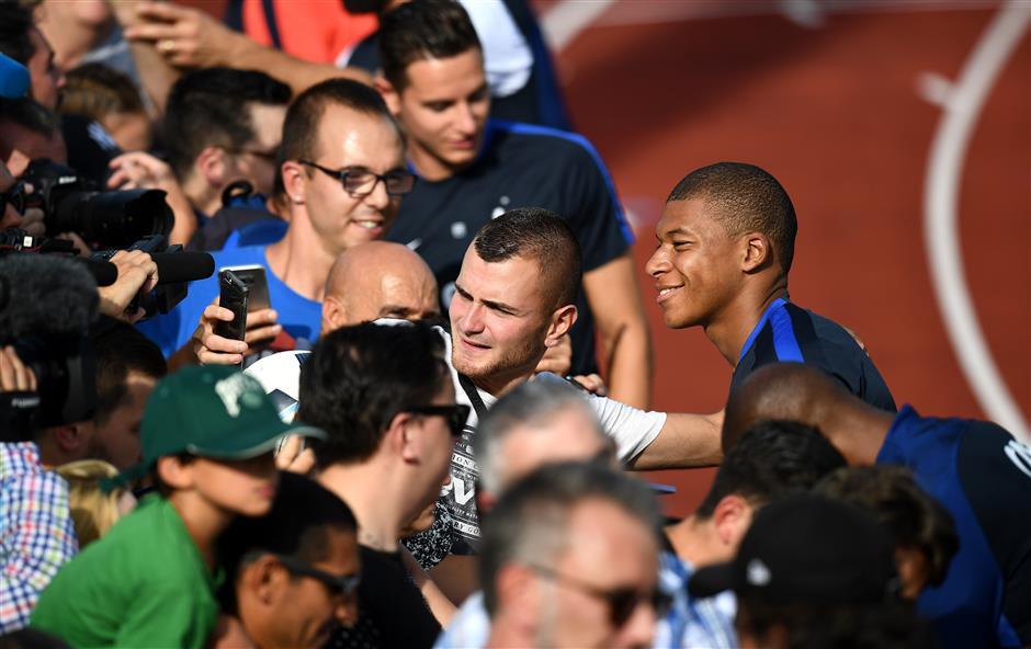 Europe's transfer window set for frantic finale