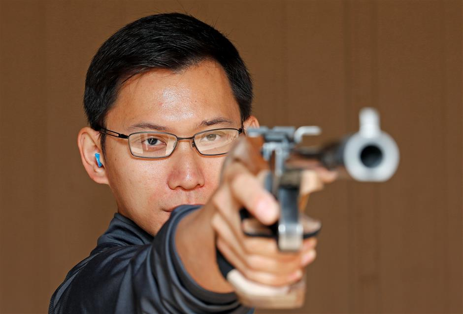 American Olympian shoots for Chinese history