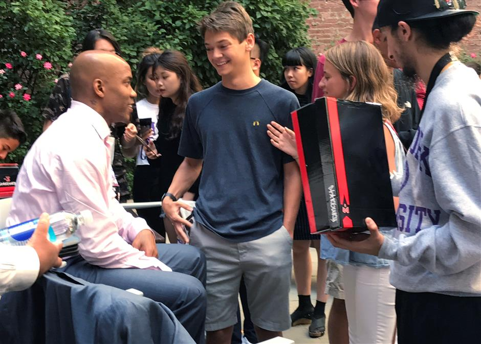 Marbury has emotional moment with Beijing fan at NY University Q&A