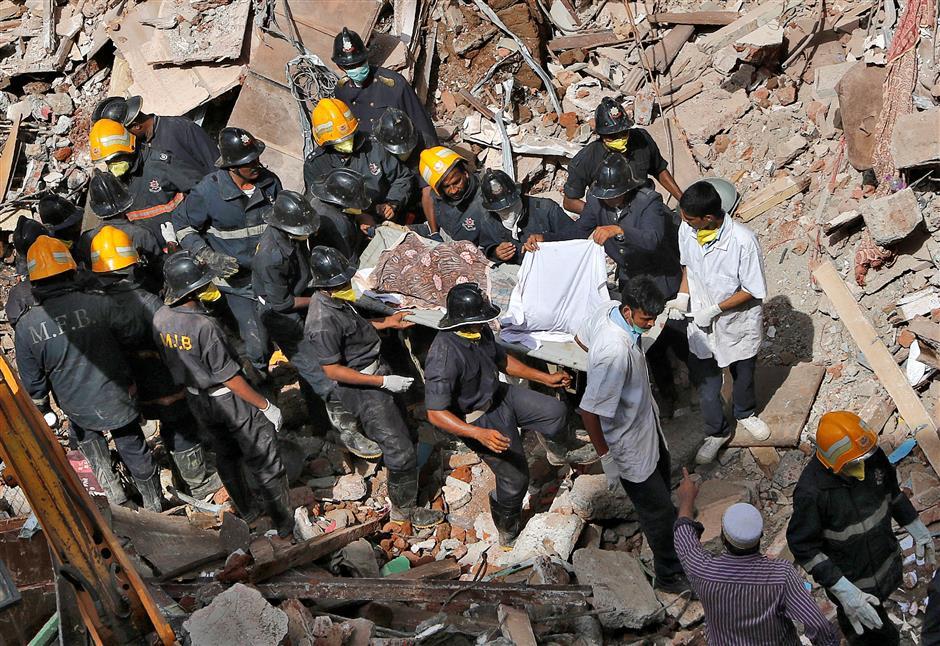 At least 21 die in collapsed building in Mumbai