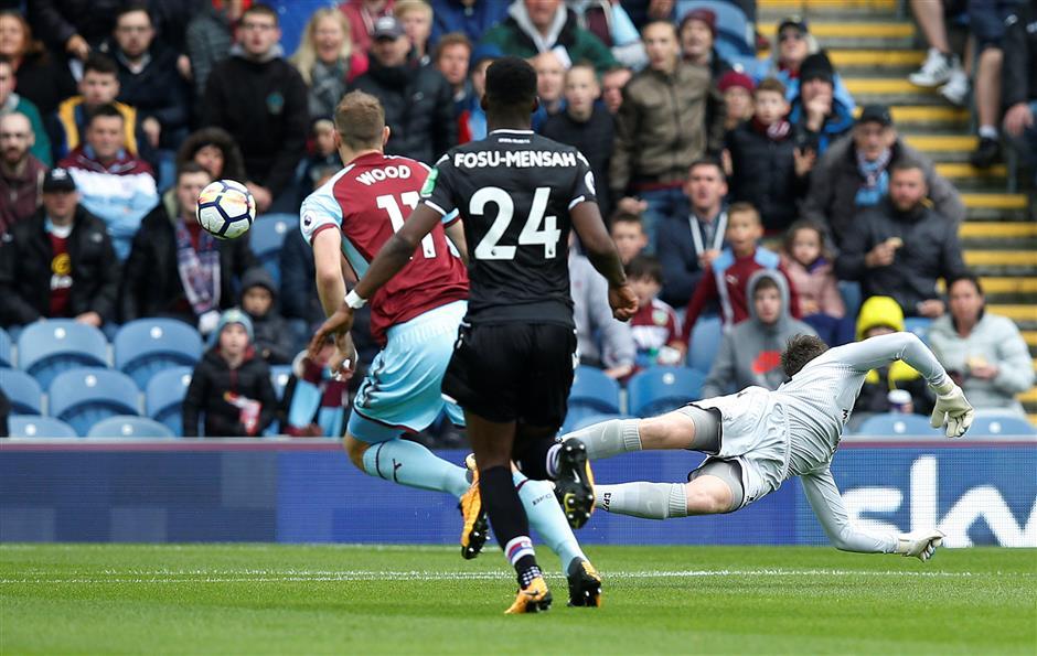 Wood's winner for Burnley piles pressure on Palace's De Boer