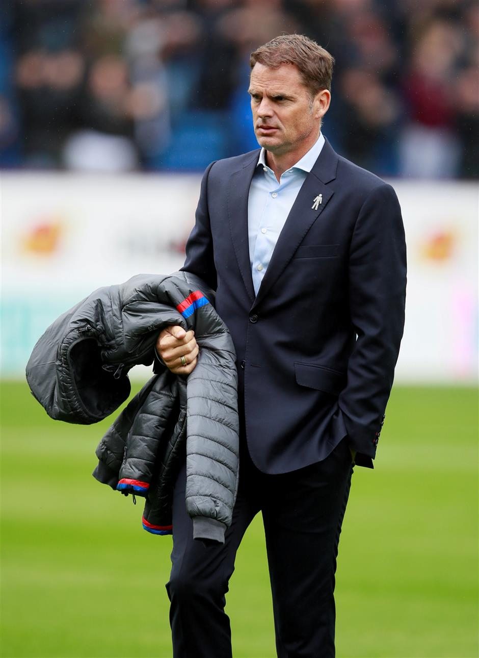 Palace sacks de Boer after nightmare start