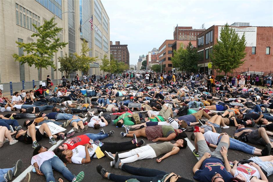 Protests resume after 80 arrests in St. Louis unrest