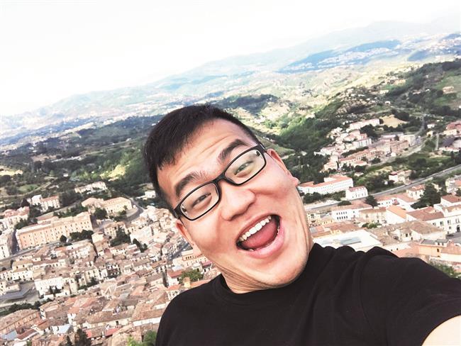 Wanghong web stars turn globetrotting into cash