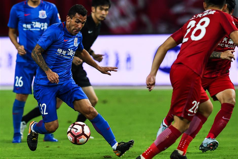 Under-performing Tevez takes aim at Chinese football
