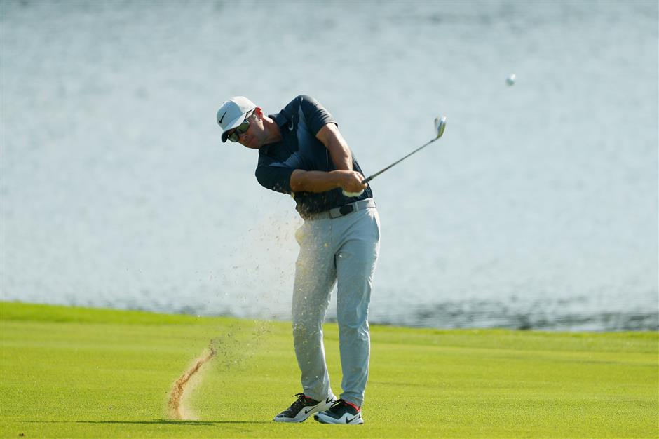 Casey closes in on an elusive victory at Tour Championship