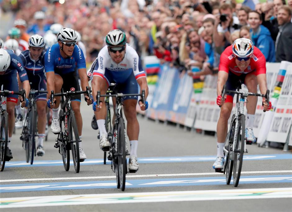 Sagan wins historic third straight world title