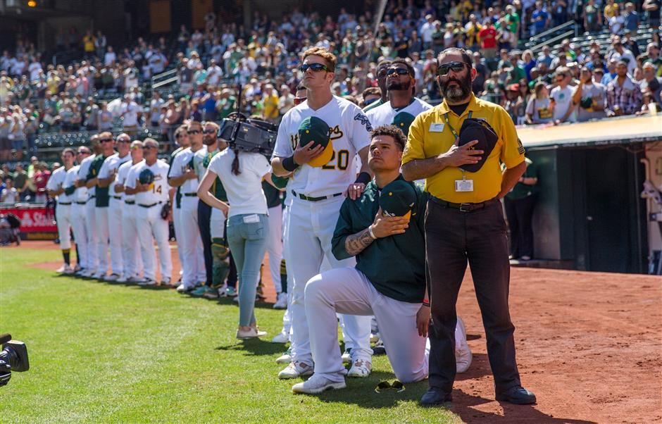 Oakland's Maxwell kneels during anthem for 2nd straight day
