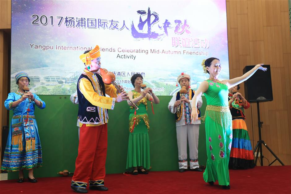 Yangpu acts to lure top foreign talent