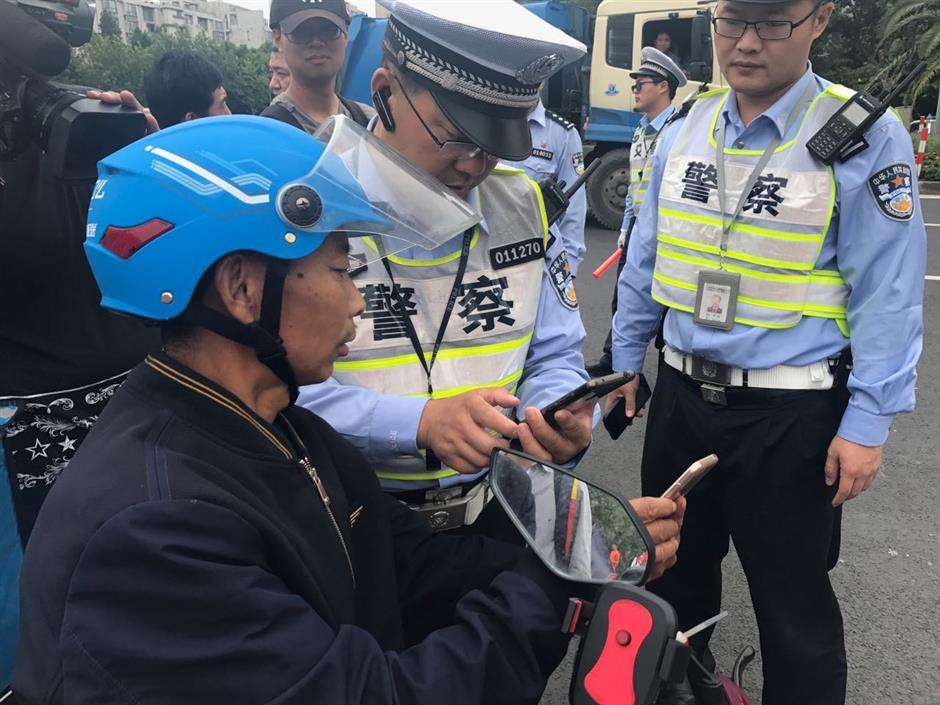App enables police and food delivery firms to track couriers' traffic violations