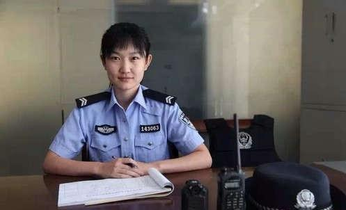 Photos of policewoman breastfeeding defendant's babygo viral