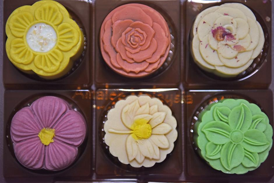 Smaller, low-calorie mooncakes popular as Chinese avoid extravagance, overweight