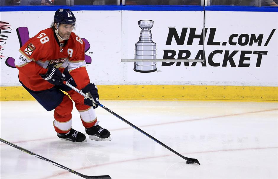 Flames sign 45-year-old Jagr to 1-year deal
