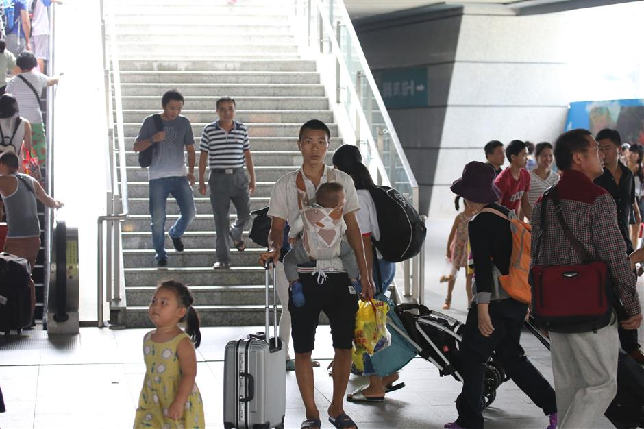 Chinese railways still busy as travel boom continues