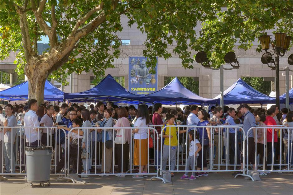 Autumn Golden Week crowds stay steady, but new favorites emerge