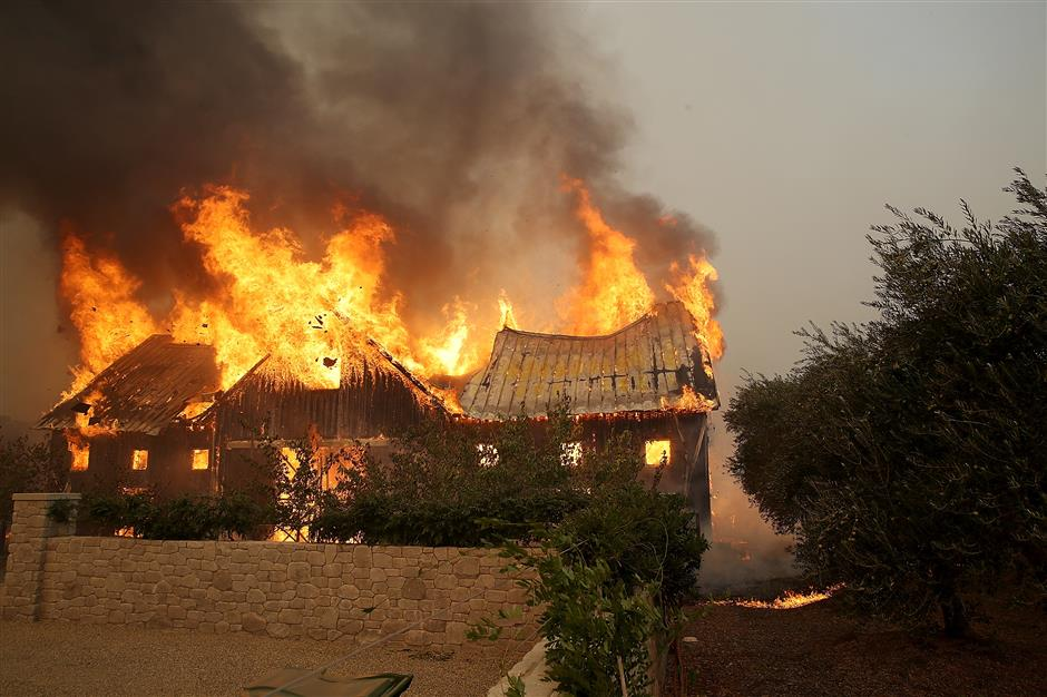 At least 10 killed, 20,000 evacuated due to over 20 wildfires in California