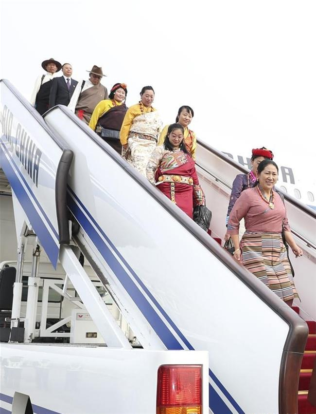 Delegates to CPC national congress start to arrive in Beijing