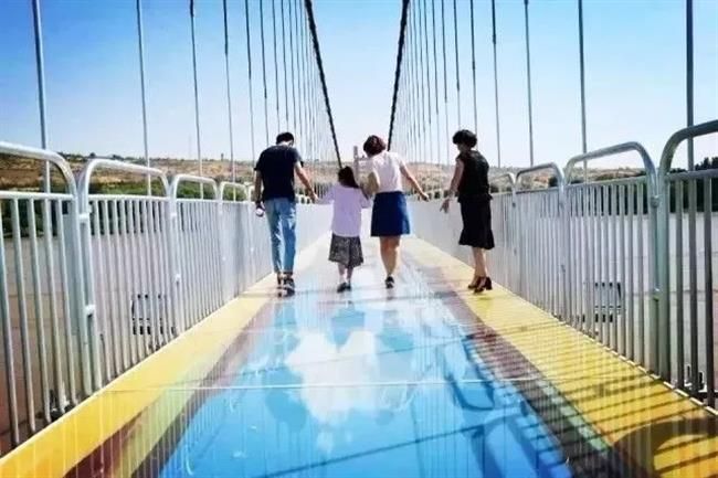 3D glass bridge over Yellow River becomes instant hit