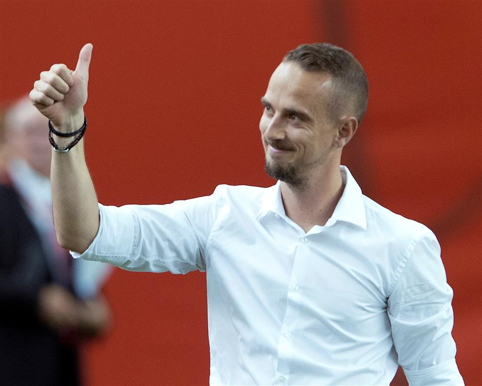 English FA apologizes to women internationals Aluko, Spence