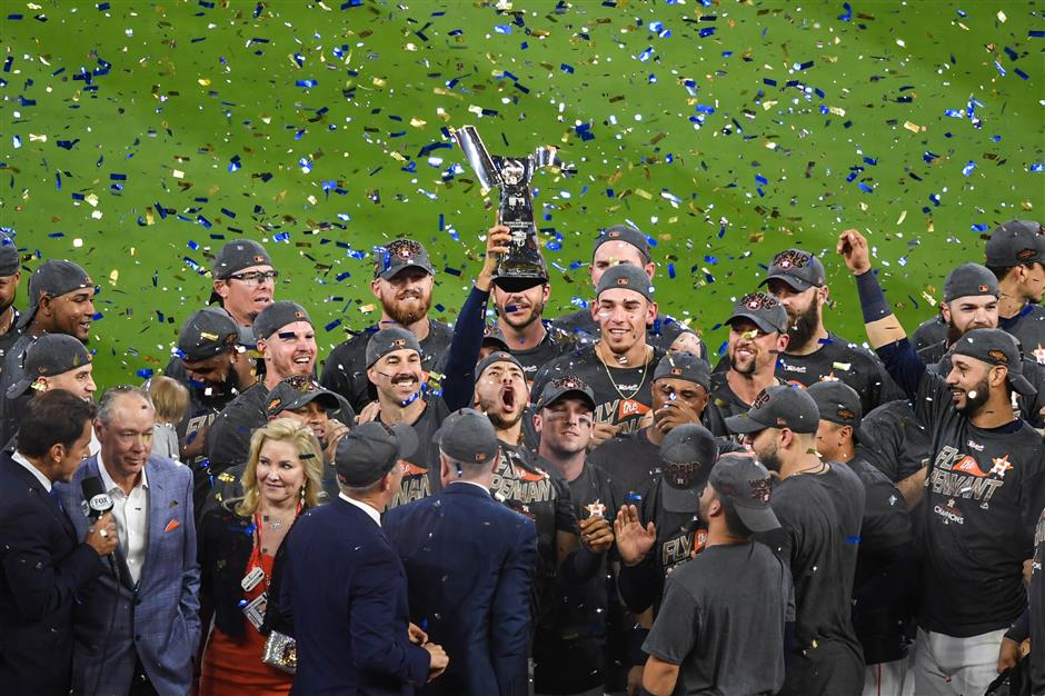 Dodgers all set at home, waiting for Astros in World Series