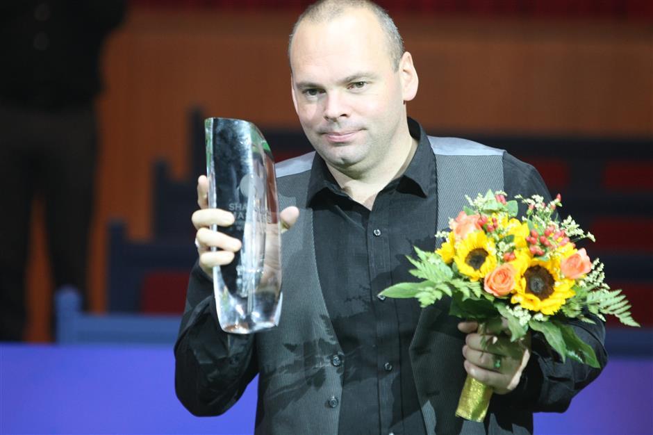 Former snooker world champion Bingham banned for betting