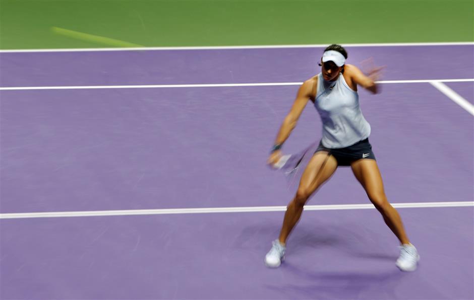 Wozniacki swats aside Halep; Garcia outlasts Svitolina in Singapore